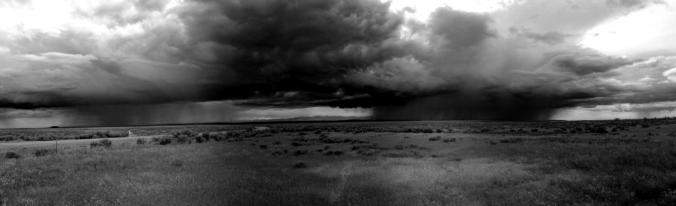 Rainclouds_over_desert_pm